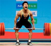 asian man lifting heavy weights